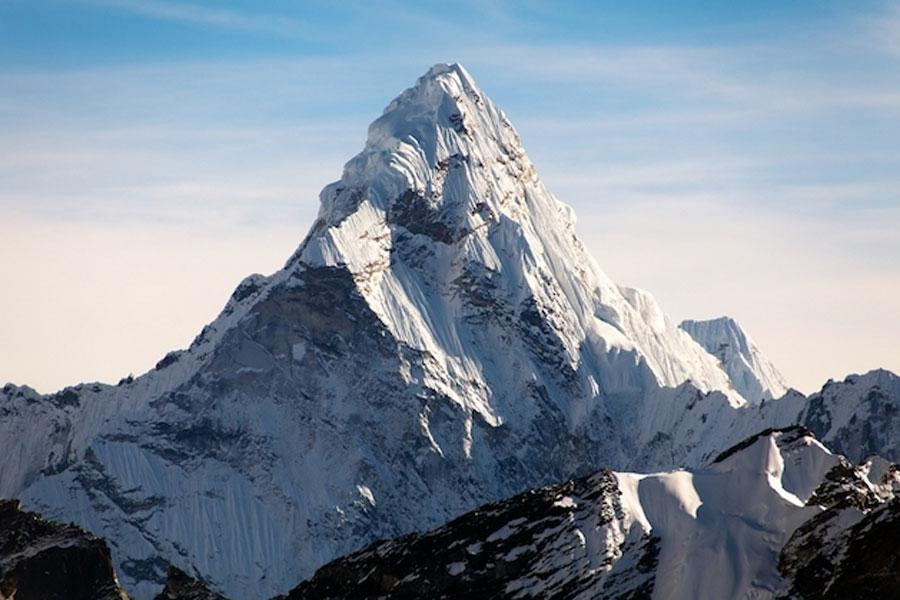 PR会社「エベレストに仮想通貨1000万円埋める企画やるよ!取りに来て!」→死亡